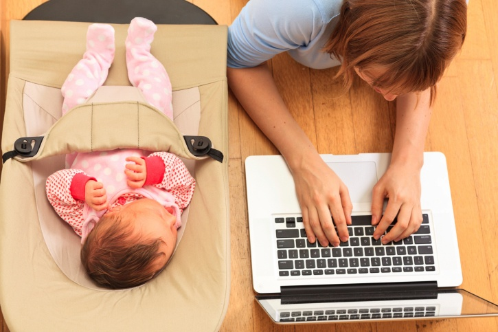 baby_and_mom_on_laptop_from_above